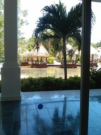Platinum Yucatán Princess All Suites & Spa Resort: Looking Out from Spa/Water Circuit Area