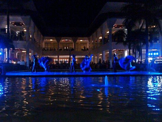 Platinum Yucatán Princess All Suites & Spa Resort: Outdoor Evening Plaza - Events every night