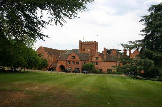 Hanbury Manor Marriott Hotel & Country Club: Front Entrance