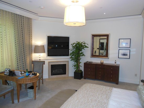 The Beverly Hills Hotel : Bungalow room