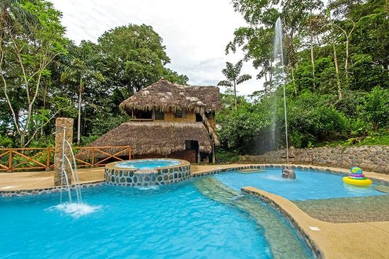 Cotococha Amazon Lodge: Our siwmming pool and jacuzzy are the perfect place to relax and refresh after our exciting tour