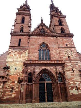 Basler Münster: Front View