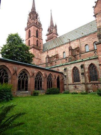 Basler Münster: View from Side