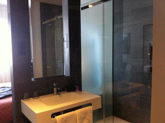 NH Madrid Suecia: Baño