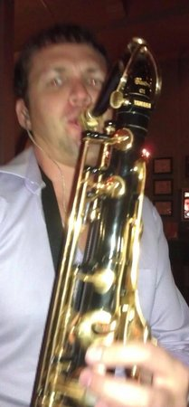 Ruth's Chris Steak House : Saxophone player at Ruth's Chris