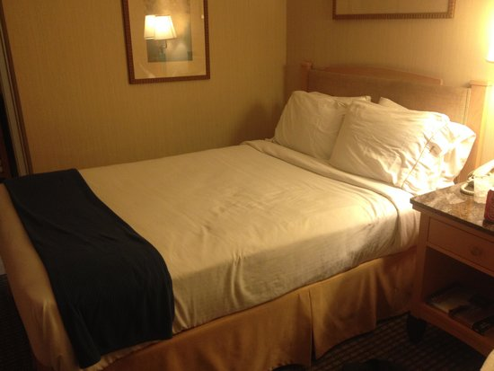 Holiday Inn Express @ Monterey Bay: Room