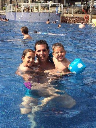 Cabogata Garden Hotel & Spa : en la pisci