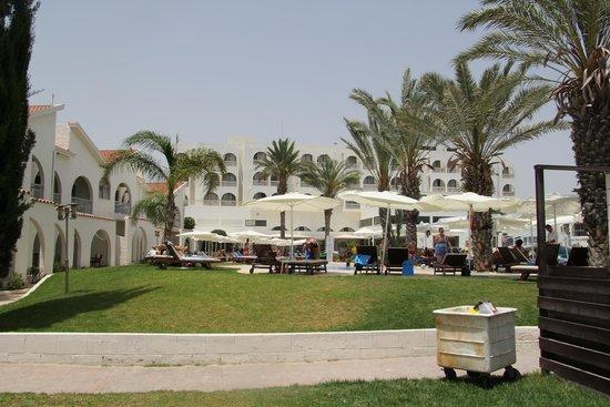 Princess Beach Hotel: Вид с пляжа