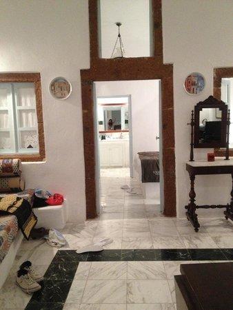Aigialos Hotel: Spacious room