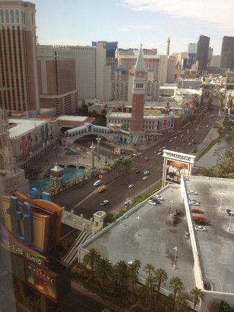 Treasure Island - TI Hotel & Casino : View of the strip