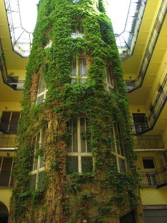 Budapestay Apartments: patio