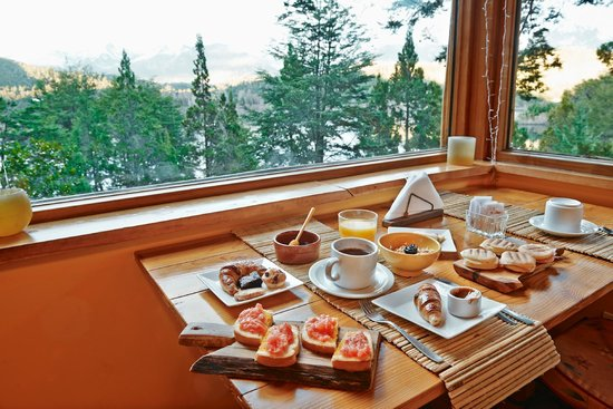 Peninsula Petit Hotel: Desayunando