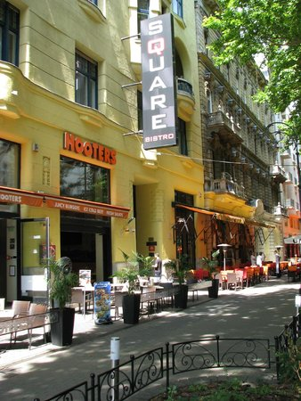 Budapestay Apartments: outside on the street
