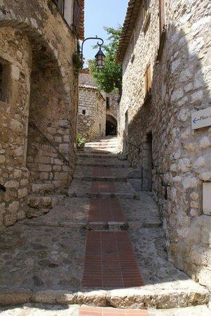Vieux Eze: Ruas e casas de pedra