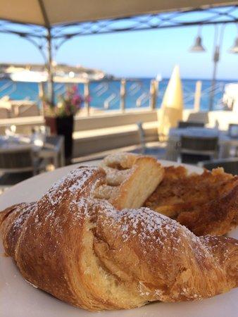 Porthotel Calandra: Colazione con vista mare
