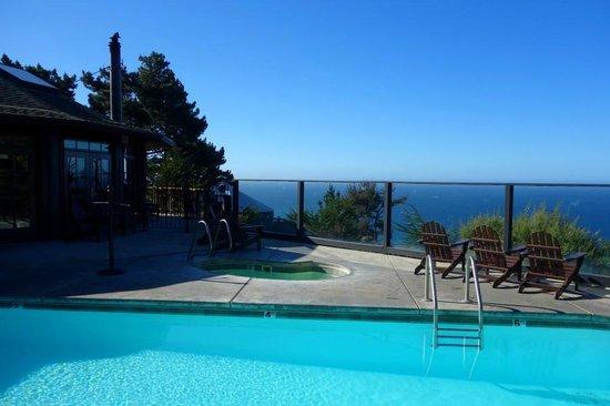 Treebones Resort: pool and pacific