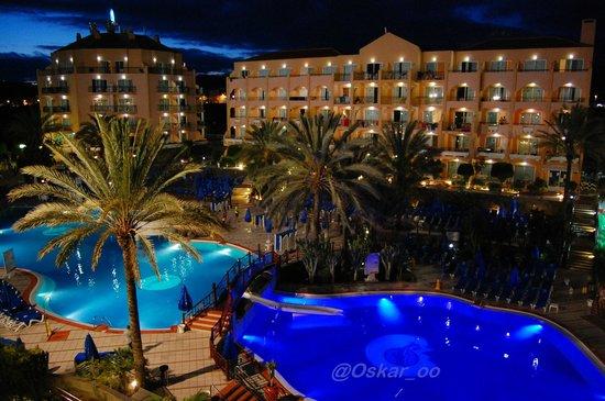 Dunas Mirador Maspalomas: Vista de la piscina a las 22:00