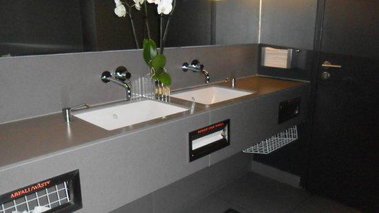 Hotel AMANO: baño  zonas comunes