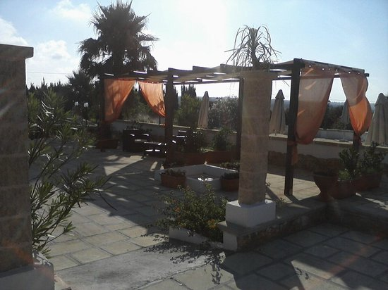Tenuta Li Fani: Gazebo fronte piscina