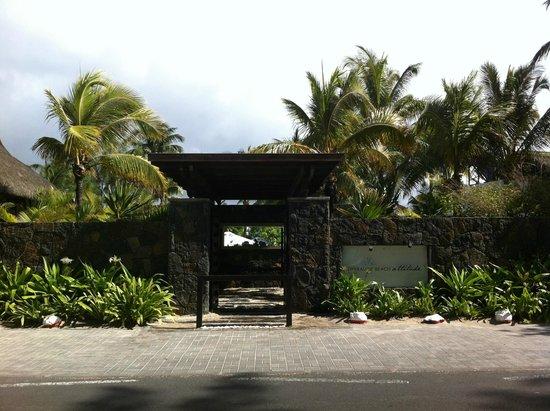 Emeraude Beach Attitude: Entrada