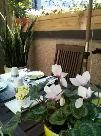 Aubergell Bed & Breakfast: Petit déjeuner extérieur - Exterior breakfast