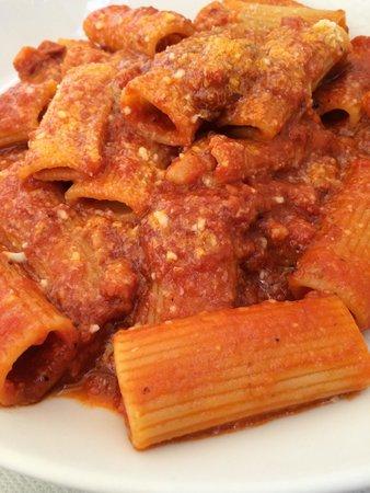 Il Melarancio: Паста с помидором и беконом