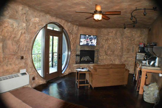 Oak Crest Cottages and Treehouses: TV, comfy and the comfy couch