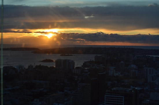 Meriton Suites World Tower, Sydney: Sunrise from the living room