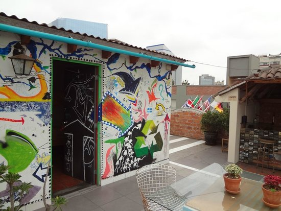 Red Llama Eco Hostel: Entrada do quarto, no terraço