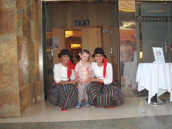 Hotel Elba Sara : Хорошие подружки у сыночка