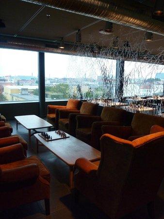 Casa Camper Berlin: Roof terrace lounge area and restaurant.