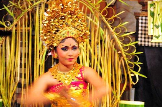 Peliatan Royal Palace: プリアタン村のバリ舞踊