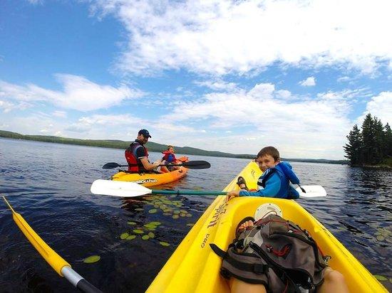 Saint-Romain, Canadá: kayak sur le lac de la Baie Sauvage