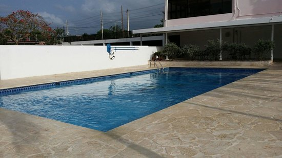Hotel Villa Real : Piscina limpia y agua calientita