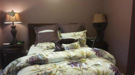 Agustin Inn : Bed