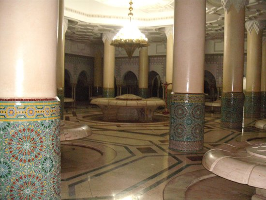 Mosquée Hassan II : washing rooms below prayer area