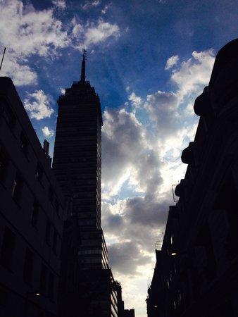 Turibus: Torre Latinoamericana por la tarde, perspectiva azul.