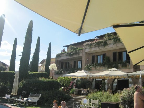 Relais Santa Chiara Hotel: Hotel grounds