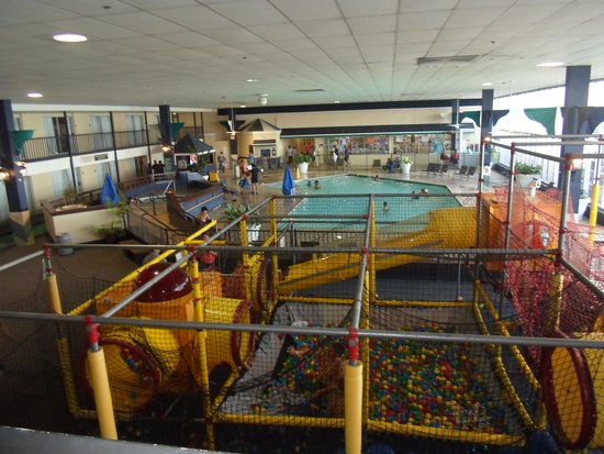 Emerald Beach Hotel: A view of the indoor activity room