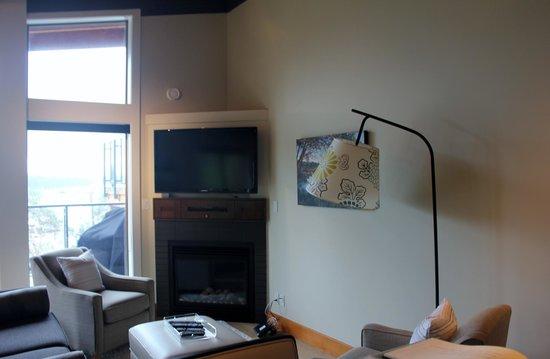 Mariner's Loft: Living Room