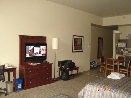 Le Square Phillips Hotel & Suites: TV de tela plana... boa oferta de canais em inglês e em francês