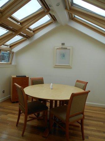 Holyrood apartHOTEL: dining room