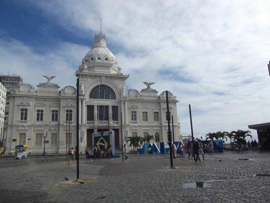 Fernando Bingre-Salvador Tour Guide: In the Three Power Square plaza