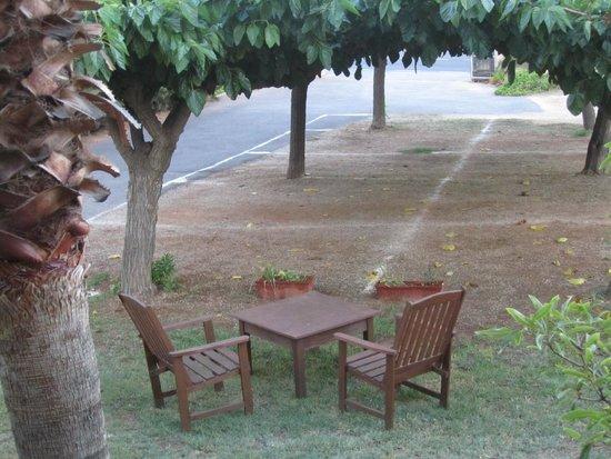 jolie petite terrasse dans le jardin - Picture of Forn Tonico ...