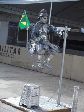 Fernando Bingre-Salvador Tour Guide: This is a live man posing as a tin man. lol a few machine-like noises came out every now and the