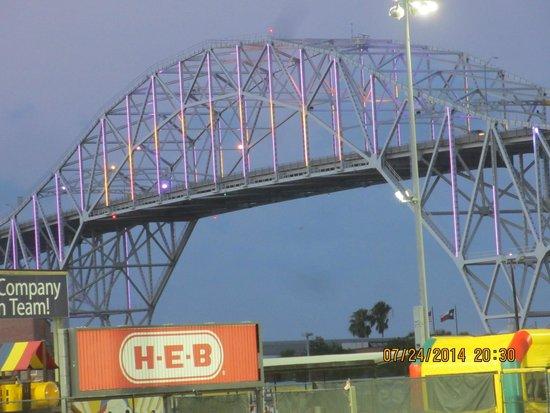 Best Western Corpus Christi: Lighted bridge near Lexington & Whataburger ball field