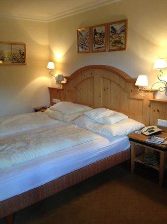 Hotel Sonnblick: Cama gostosa e bem confortável.