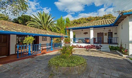 Hacienda- Hosteria Chorlavi : PATIO