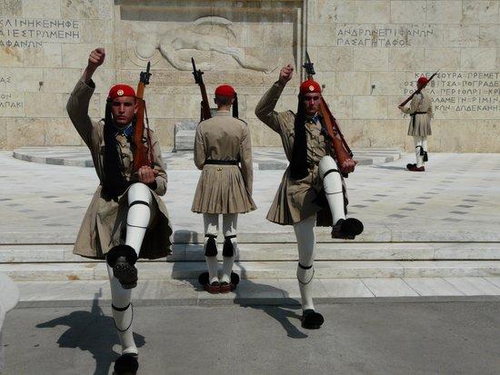 Hellenic Parliament : pas de trois