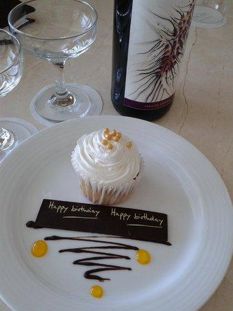 Playacar Palace: birthday cupcake